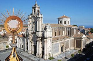 Contemplando il Cristo Crocifisso – Adorazione Eucaristica e Liturgia Penitenziale nei giovedì di Quaresima