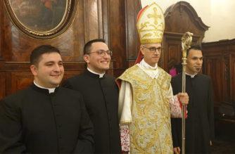 """Il Vescovo A. Raspanti: """"Scelta controcorrente, scolpite nei vostri cuori la Parola"""""""