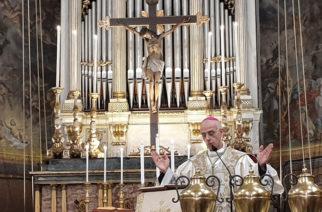 """Il vescovo Raspanti: """"Andiamo incontro alle incertezze del futuro con sereno coraggio"""""""